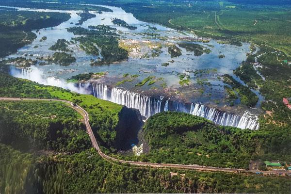 Viktoriafälle, Wasser vom Sambesi gespiesen