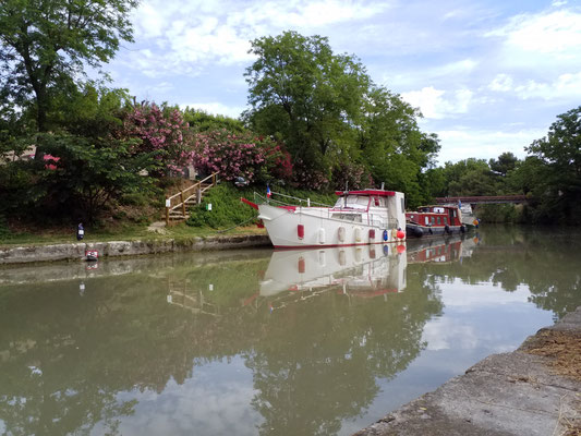 Poilhes-  Boot auf dem Canal du Midi