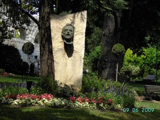 ARLES - Denkmal von Vincent van Gogh