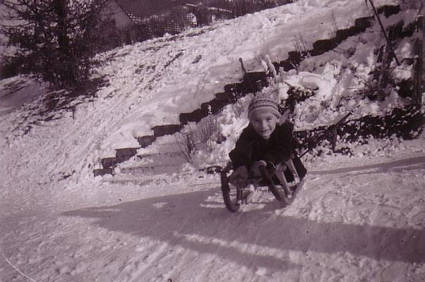 Am Aarebord im Wylergut beim Schlitteln - Winter 1957