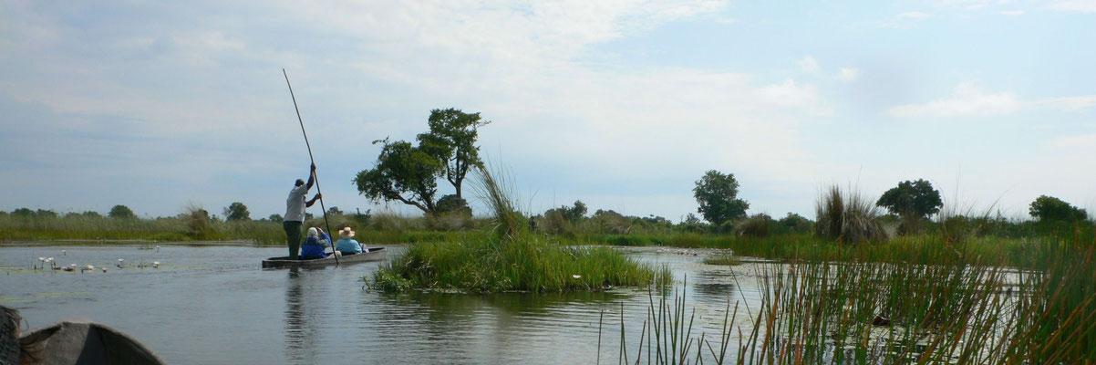 Im Mokoro (Einbaum) auf dem Okawanga unterwegs