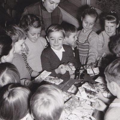 Geschenke für Ungarn-Kinder 1957