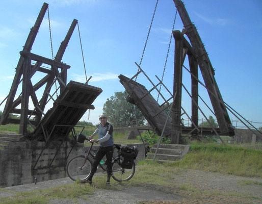 ARLES - Brücke von Van Gogh