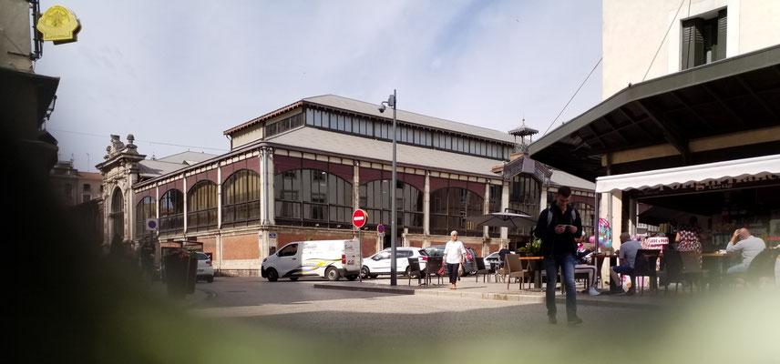 Béziers - Les Halles Markthallen (mit schwarzen Fenstern! ...)