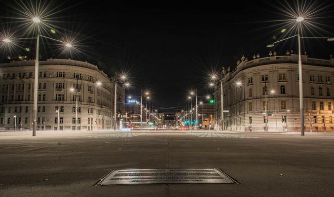Schwarzenbergplatz bei Nacht