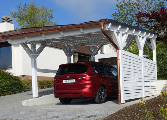 Neuenburg Schweiz Carport mit Photovoltaik