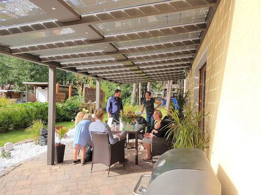 Licht unter einem Terrassendach mit Solar