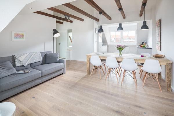 Ferienwohnung Norderney Ess- und Wohnbereich im Loft E im Strandloft 2 © norderney.top - Ferienwohnungen auf Norderney