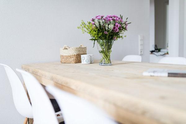 Ferienwohnung Norderney Tisch Detailansicht Loft D im Strandloft 2 © norderney.top - Ferienwohnungen auf Norderney
