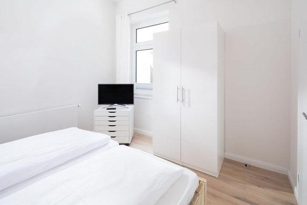 Ferienwohnung Norderney Schlafzimmer seitliche Ansicht Loft A im Strandloft 2 © norderney.top - Ferienwohnungen auf Norderney