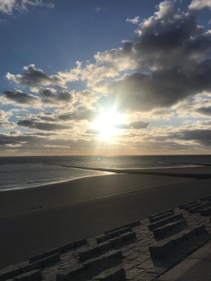Sonnenuntergang nach Veranstaltungen auf Norderney zur Ruhe kommen im Strandloft Norderney © Ferienwohnungen Norderney Ferienhaus
