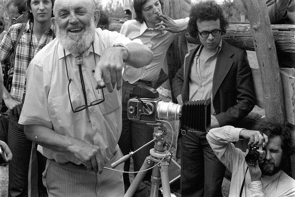 Ansel Adams a déployé son Hasselblad avec pied lourd et long déclencheur souple. Il nous régale de sa joie d'être là en Camargue et d'avoir autour de lui Lartigue, Ronis, Brassaï, Cordier …