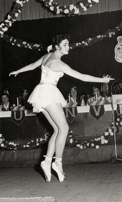 Anmut und Schönheit, aber nur bei der Damensitzung der Schoten 1959. (Stadtarchiv Bad Vilbel)