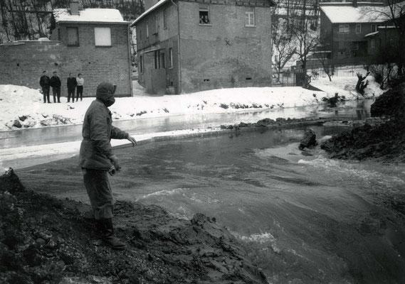 Noch ist die Stufe des alten Wehrs noch zu erkennen (Stadtarchiv Bad Vilbel)