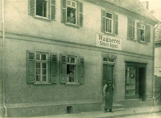 Die Wagnerei Simon Appel, Frankfurter Str. 16, später Gloria-Quelle1924 (Bestand Eugen Appel)