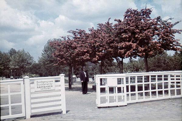 Die Barriere vor dem Kurhaus, ca. 1940 (Stadtarchiv, Nachlass Muhl).
