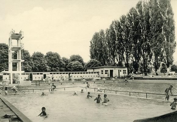 Der 10-Meter-Turm des Freischwimmbades Ende der 50er Jahre