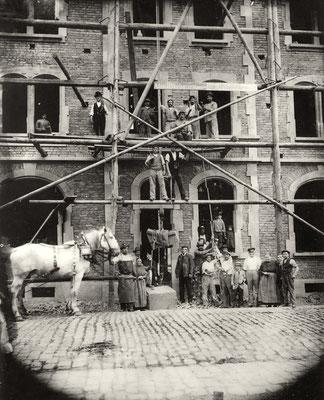 Erbauung der Gaststätte Zur Krone, Frankfurter Str. 9, ca. 1920 (Stadtarchiv Bad Vilbel)