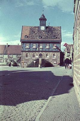 Das Rathaus in der NS Zeit, ca. 1940 (Stadtarchiv, Nachlass Muhl)