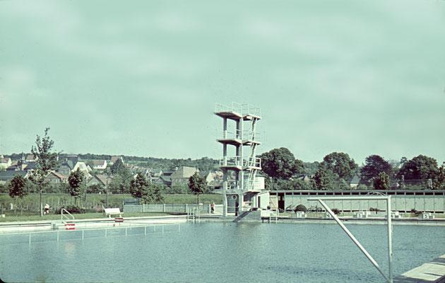 Seltenes Farbdia des Freischwimmbades circa 1939 (Bestand Fritz Muhl)