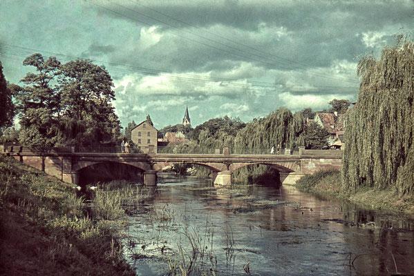 Blick auf die alte Rathausbrücke und die alte Mühle, ca. 1940 (Nachlass Muhl) - Bearbeitung Wolfram Dietz