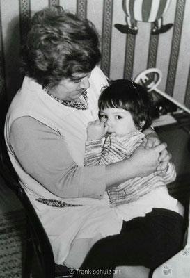 Kindheit von Frank Schulz im Saarland in den 70er und 80er Jahren. Mit Oma kuscheln.