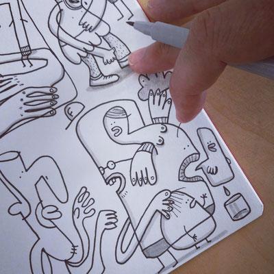Skizzenbuch Seite Krasse Freunde, Zeichnung mit Tusche auf Papier und digitaler Farbe von Frank Schulz Art, zeigt Fantasie Figuren im Gespräch