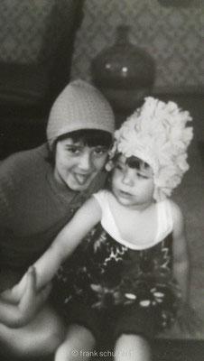 Kindheit von Frank Schulz im Saarland in den 70er und 80er Jahren. Mit Schwester Verkleidung spielen.