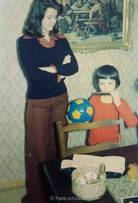 Kindheit von Frank Schulz im Saarland in den 70er und 80er Jahren. Mit Schwester an Weihnachten.