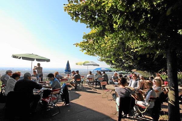 Gartenrestaurant mit Aussicht auf das Markgräflerland