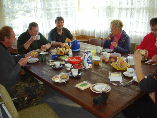 Frühstück in gemütlicher Runde