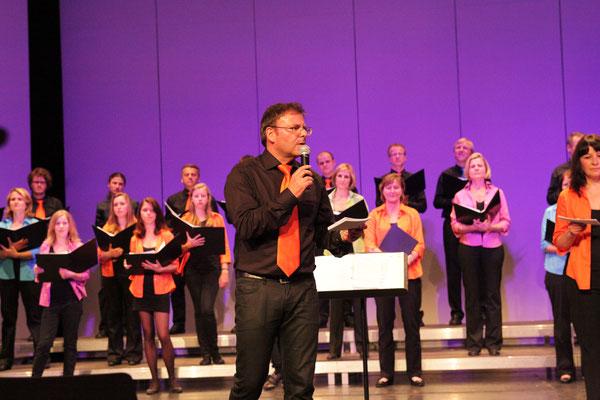 Gerhard führt zum erhaltenen Bildungs - u. Unterhaltungsauftrag des heurigen Konzertes aus