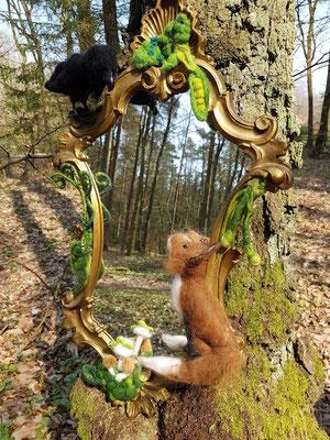 Magischer Spiegel mit Waldtieren