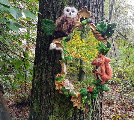 Eule und Eichhörnchen mit Spiegel
