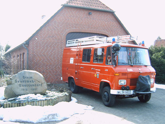 das alte Fahrzeug