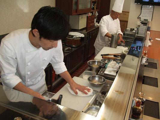 ヨコガワ分店オープンキッチン