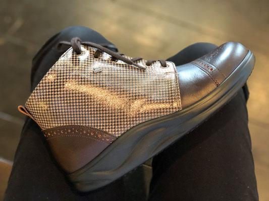 特徴的なローリングソール(靴底)で歩きやすい!