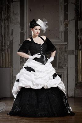 schwarz weißes brautkleid, curve size brautmode