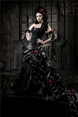 gothic brautkleid schwarz rot