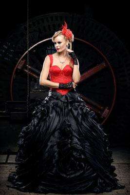 gothic brautmode, schwarz rotes brautkleid