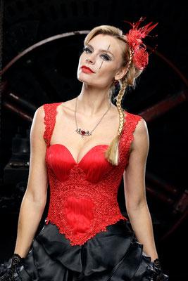 schwarz rotes brautkleid