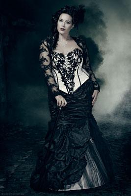 extravagantes schwarz weißes brautkleid