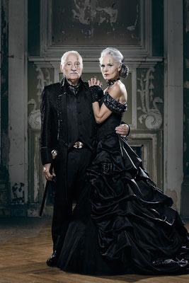 Extravaganter Gehrock, schwarzes Brautkleid