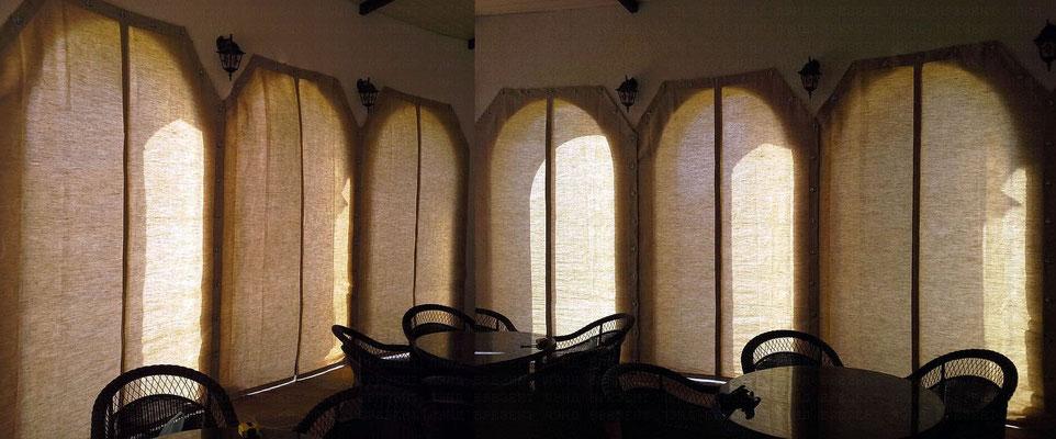 Шторы  с поворотными скобами из сурового брезента для декора помещения кафе