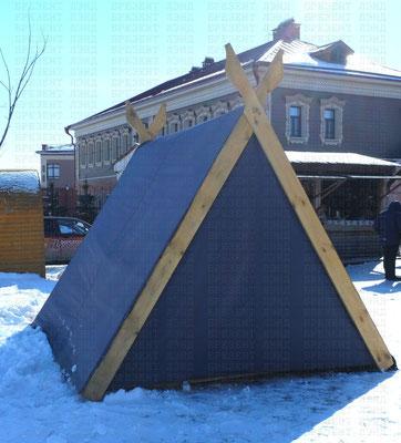 Двускатный тент-палатка из синтетической ткани с кольцами-люверсами для крепления на каркасе