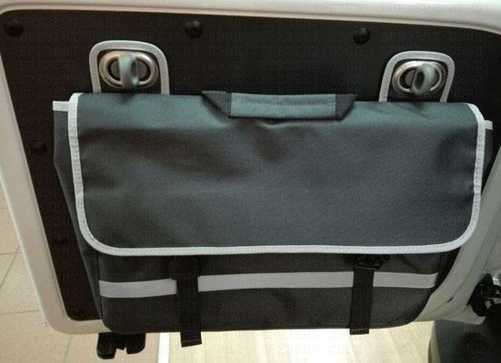 Подвесная сумка на пластиковых поворотных скобах для салона автомобиля