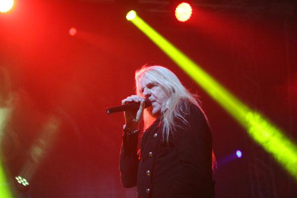 Saxon, live in Oberhausen, 3 December 2016.