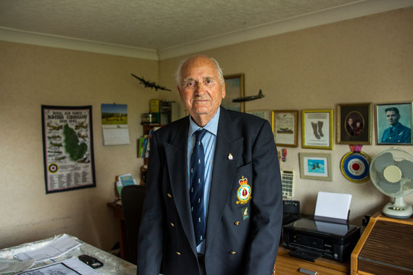 WW II veteran Ron Tomlin in his home in Birmingham, July 2018. Tomlin was one of the Royal Airforce soldiers who bombarded the city of Hamburg during Operation 'Gomorrha' 1943.