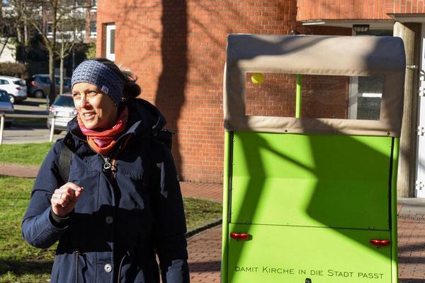 Gemeindereferentin Birgit Kopal fuhr in den letzten drei Jahren mit der Rikscha zu vielen Menschen in der ganzen Pfarrei St. Laurentius.