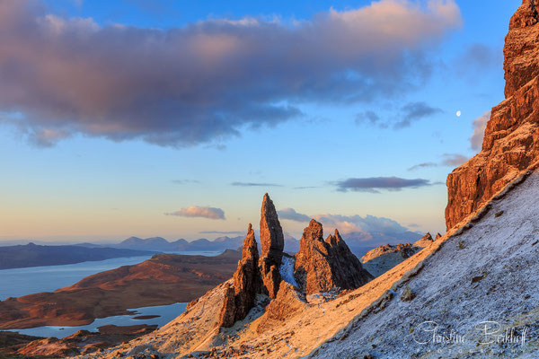 Old man of Storr und Mond, Isle of Skye